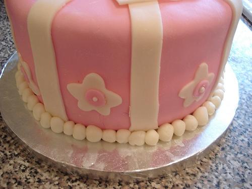bow cake side