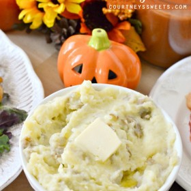 Easy to Make Perfect Mashed Potatoes Recipe / Great Christmas Recipes Thanksgiving Recipes and a true comfort food recipe! KitchenAid Mashed Potatoes