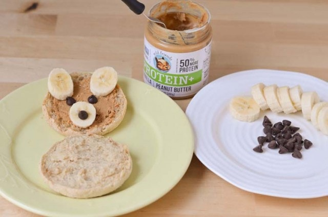 Teddy Bear English Muffins - Easy Kid Friendly Breakfast Recipe #MiniChefMondays www.courtneyssweets.com