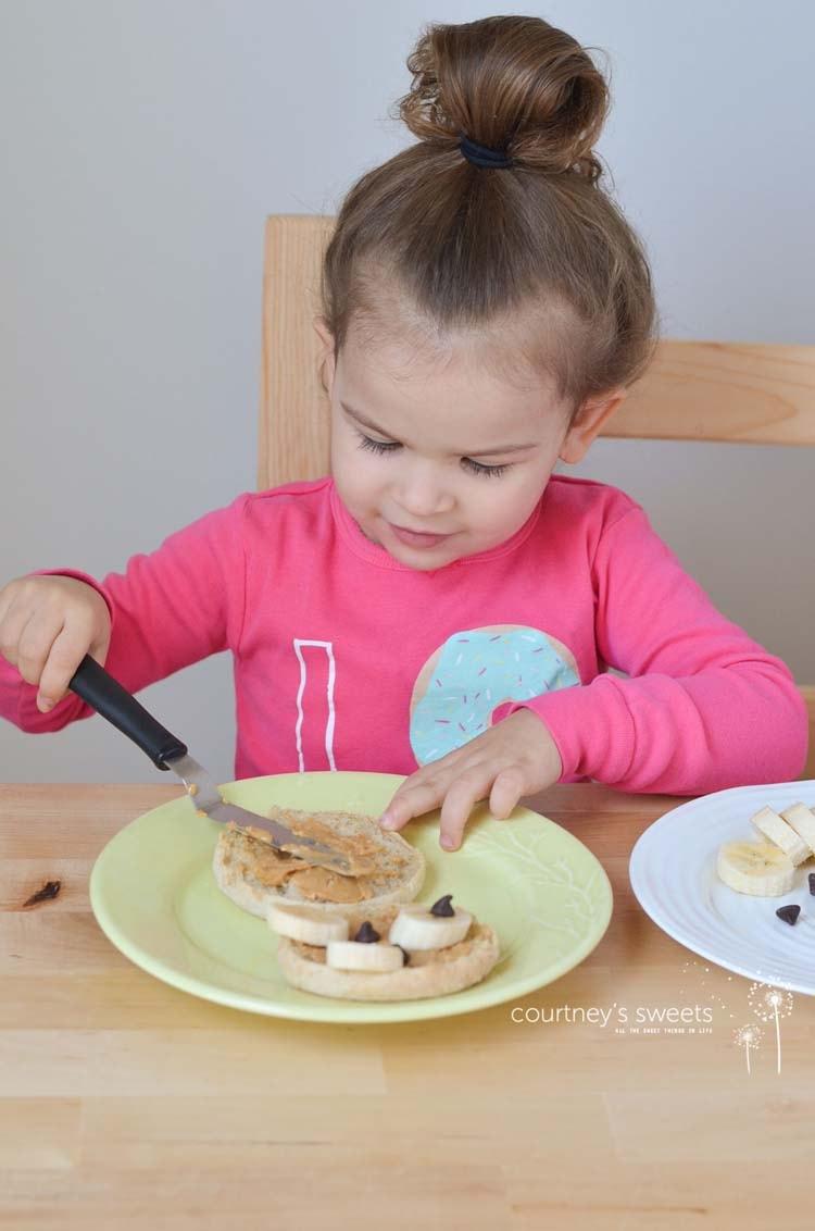 Teddy Bear English Muffins - Easy Kid Friendly Breakfast Recipe #MiniChefMondays www.courtneyssweets.com