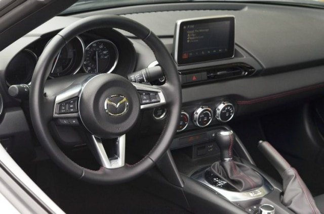 2016 Mazda MX-5 Miata Grand Touring dash