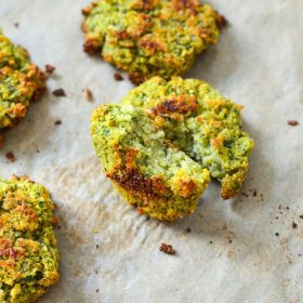 Falafel Recipe Homemade and super easy! Such an easy healthy lunch or snack recipe and it's vegetarian, vegan and even FREEZER friendly.