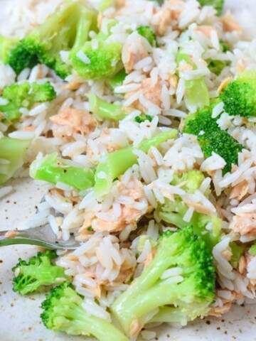 Enjoy our Lemon Pepper Salmon and Rice Salad for a quick and easy lunch! Portion control and meal planning just got easier and it's filled with wholesome ingredients.
