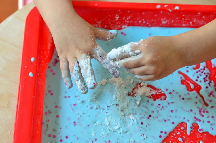 Try our easy slime recipe with cornstarch for a fun allergy free friendly craft! This fun activity uses things you probably have in the house already. Perfect for rainy days and homeschool. Plus we're sharing how we're Free to Be without allergies thanks to all® free clear, an allergy friendly laundry detergent that removes common, everyday allergens from your laundry.