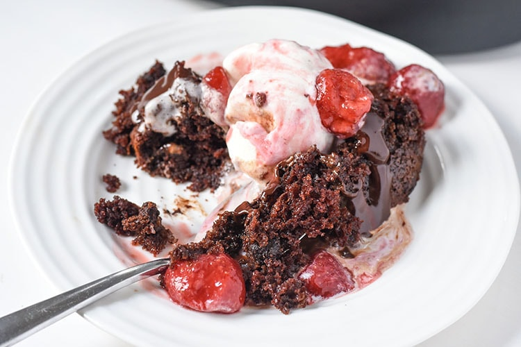 Entertain this holiday season with this Crock-Pot® Slow Cooker Easy Chocolate Cake Recipe! Slow Cooker Ganache Slow Cooker Strawberry Sauce
