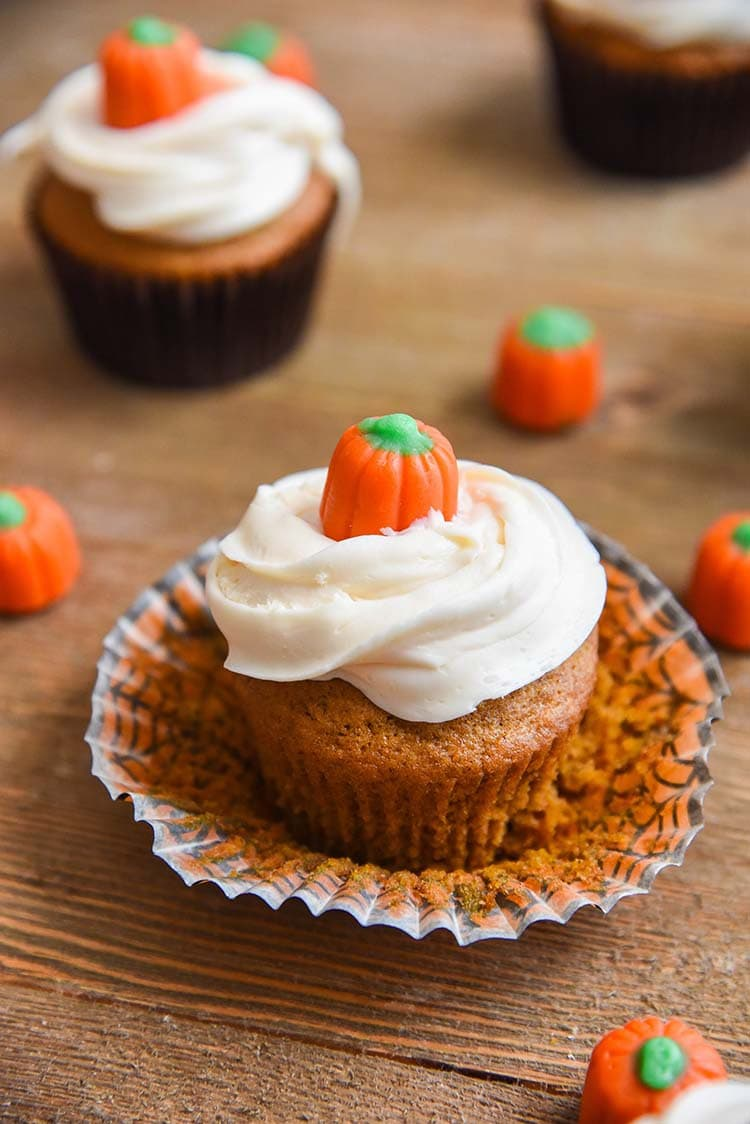 Pumpkin Cupcakes Recipes with Cream Cheese Frosting