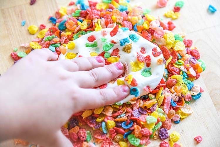Make this Marshmallow Play Dough recipe for Mini Chef Mondays! Easy DIY Craft fun for kids. Fruity Pebbles