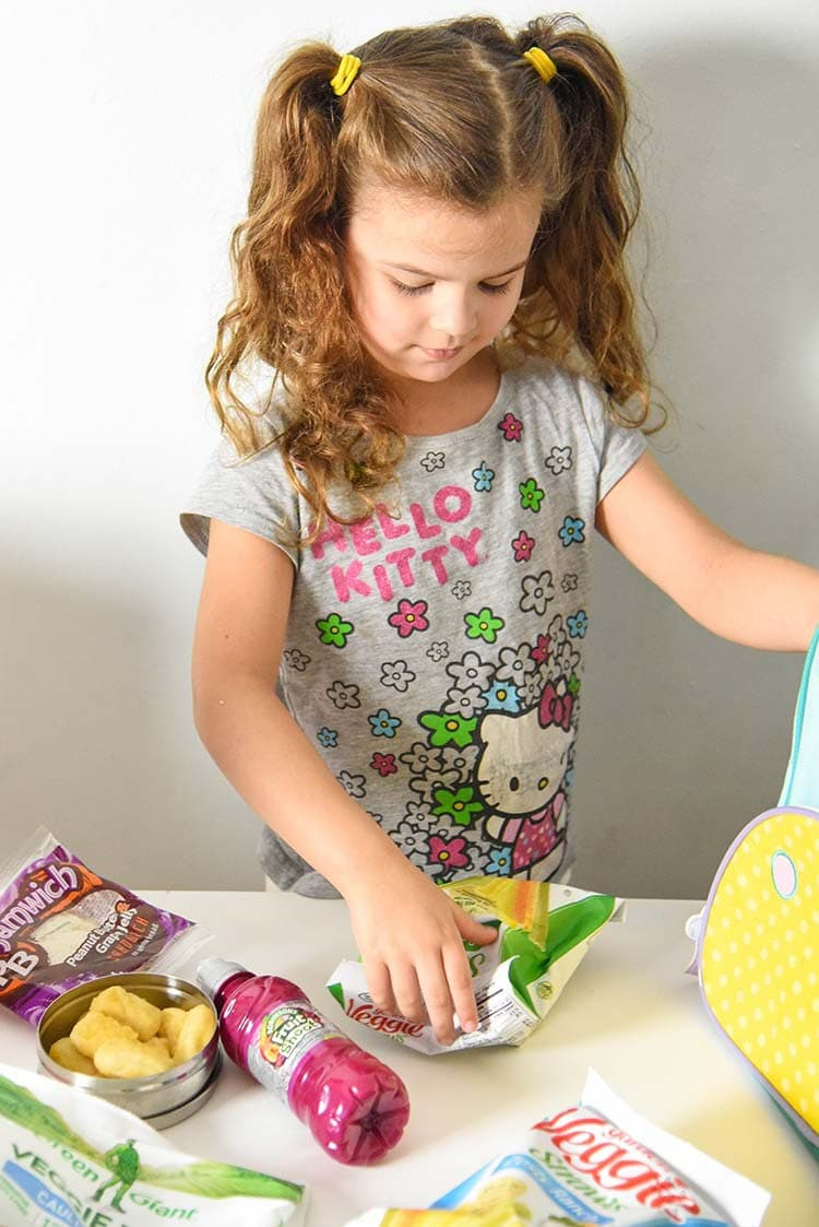 Looking for fun back to school snacks for your kids? Here's a few of our old favorites and new ones too! packing