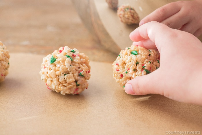 christmas rice krispie treats balls