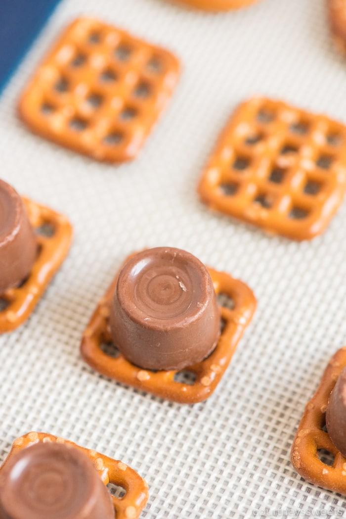 making rolo pretzel bites